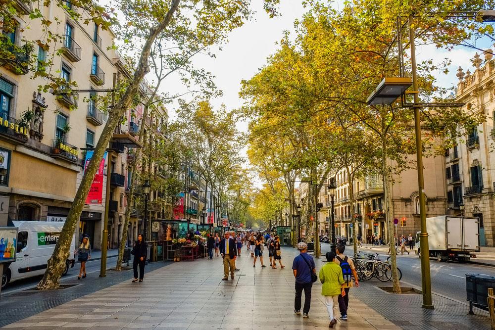 خیابان La Rambla در بارسلون،اسپانیا